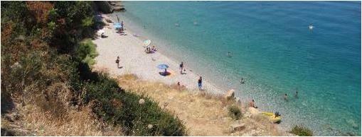Παραλία Βοτσαλάκια στην Καλλονή